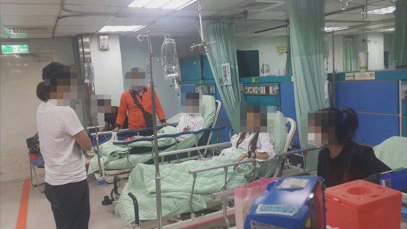 彰化縣達德商工有12名學生上周四19日施打流感疫苗後,出現身體不適,其中5人陸續到秀傳醫院就醫,彰化衛生局表示,目前還有4人住院觀察中。圖/學校提供