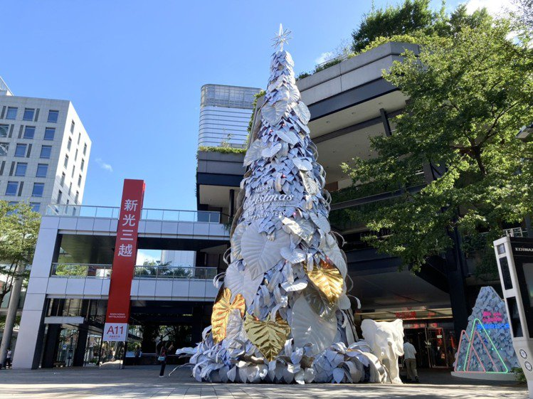 台北信義新天地以「永續共生」為概念打造「耶誕奇幻之森」。圖/新光三越提供