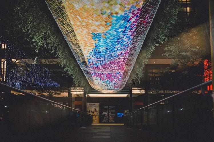 台北信義新天地「彩虹光橋」。圖/新光三越提供