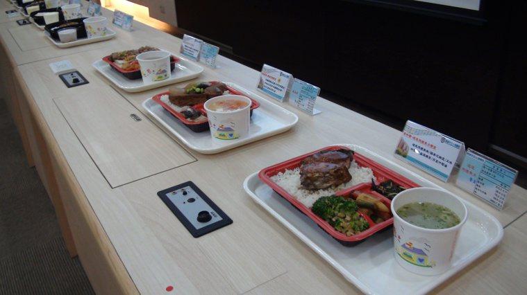 高雄小港醫院與高餐合作開發適合咀嚼或呑嚥困難的民眾食用的﹂介護食」,兼具營養與美...