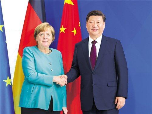大陸國家主席習近平24日與德國總理梅克爾通電話時指出,努力推動中歐投資協定談判如期完成。圖/取自新華社