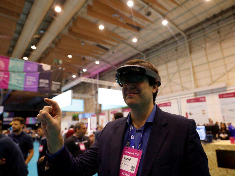各界對VR的興趣也促成相關新創公司大舉湧現,像「Gather」就提供實體空間的虛擬版本,如婚禮、派對、會議和集會等活動。路透