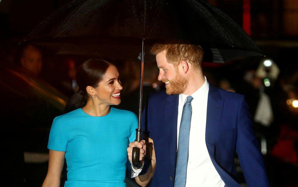 梅根與哈利跟英國王室漸行漸遠。路透