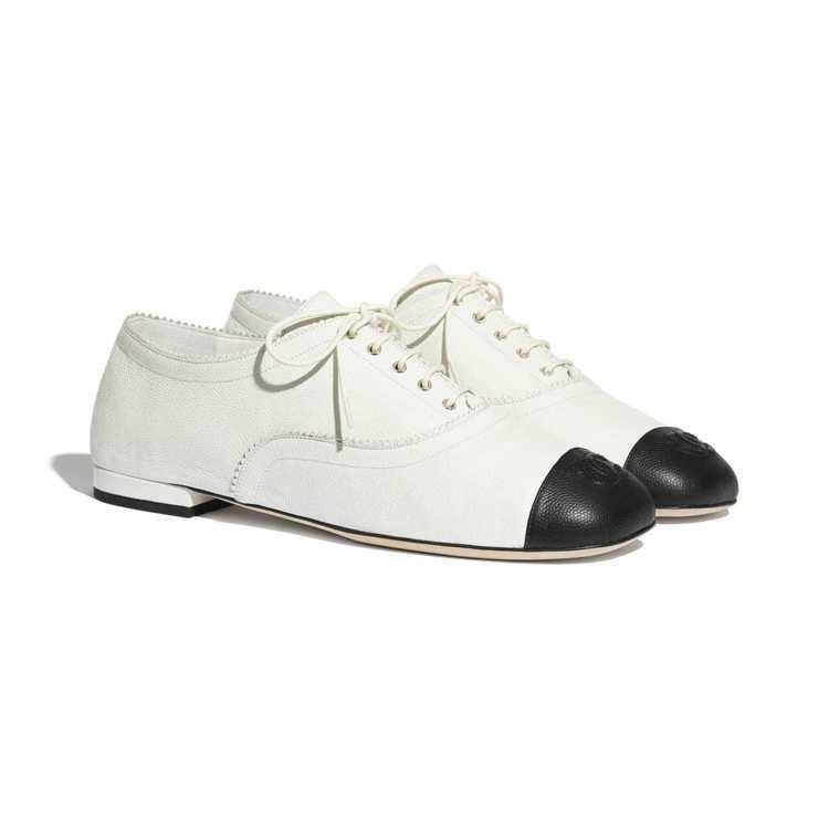 繫帶皮鞋,33,500元。圖/香奈兒提供