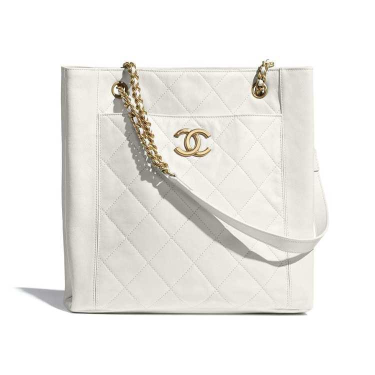 小型購物包,15萬3,100元。圖/摘自香奈兒官網