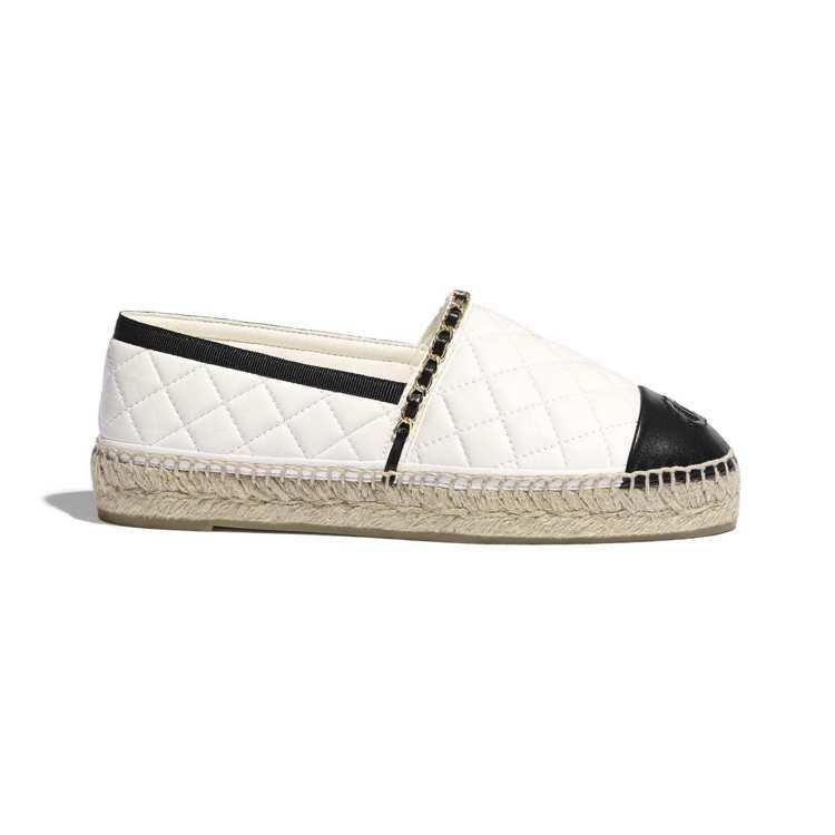 草編鞋,25,200元。圖/摘自香奈兒官網