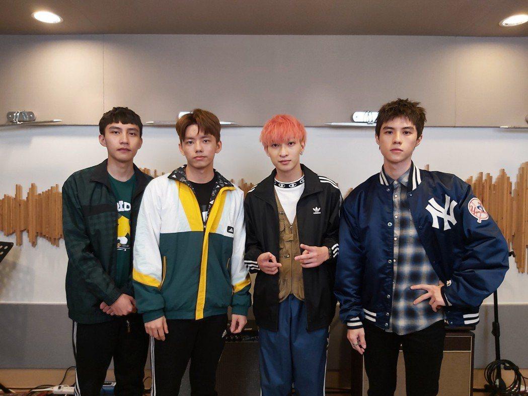 「noovy」樂團成員JACOB(左起)、MARK、SHAWN和JK。圖/新視紀