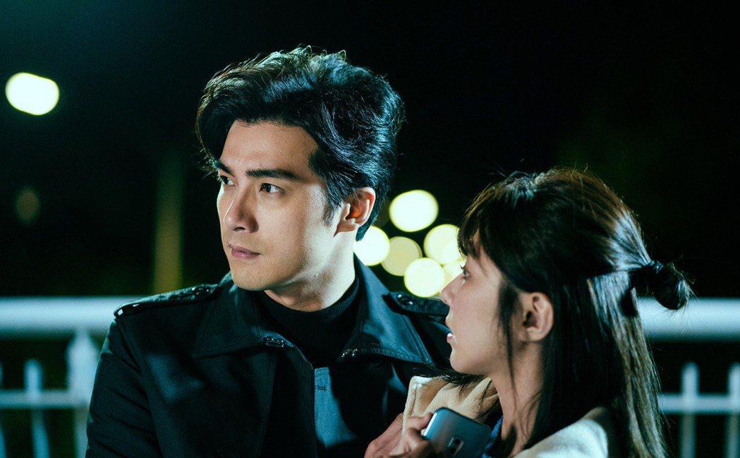 賀軍翔(左)演出「天巡者」。圖/三立提供