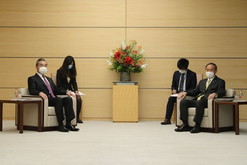 大陸國務委員兼外交部長王毅今日與日本首相菅義偉舉行會談。圖/取自大陸外交部網站