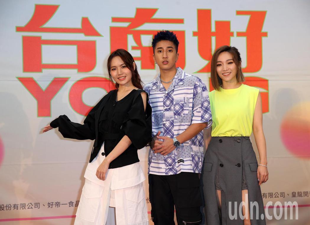 閻奕格(右起)、婁峻碩、文慧如替「台南好YOUNG!2021台南市耶誕跨年系列活...