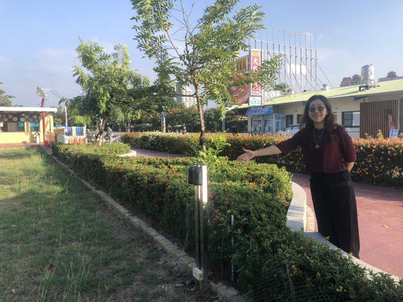 嘉義市興安國小正門無圍牆,有設置電子圍籬,透過感應器讓校園更加安全。記者李承穎/攝影