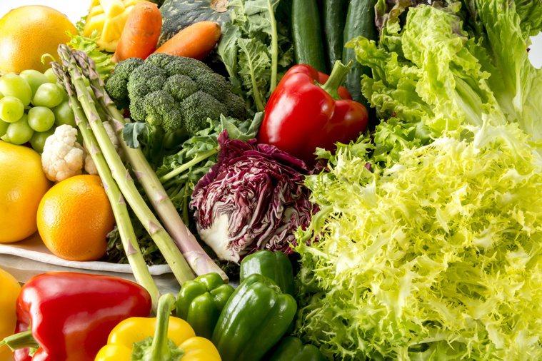 預防大腸癌,飲食要均衡,「天天五蔬果」的彩虹飲食最好。圖/123RF