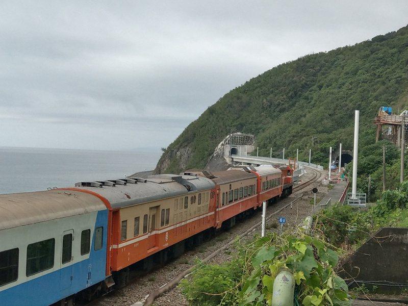南迴鐵路電氣化預計12月23日通車,有民眾反映票價漲,認為不合理。記者尤聰光/攝影