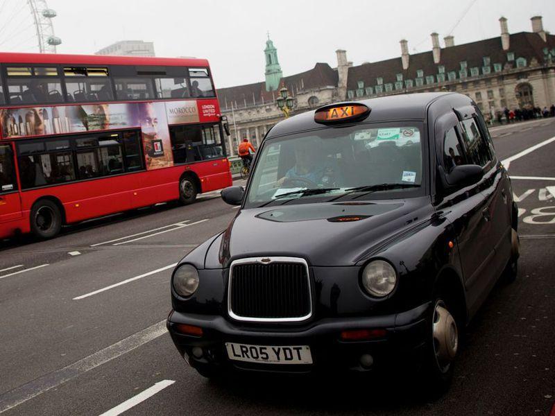 黑色計程車曾是世界公認的英國象徵,倫敦司機若要取得執照,必須通過極為困難的「倫敦知識大全」考試。法新社