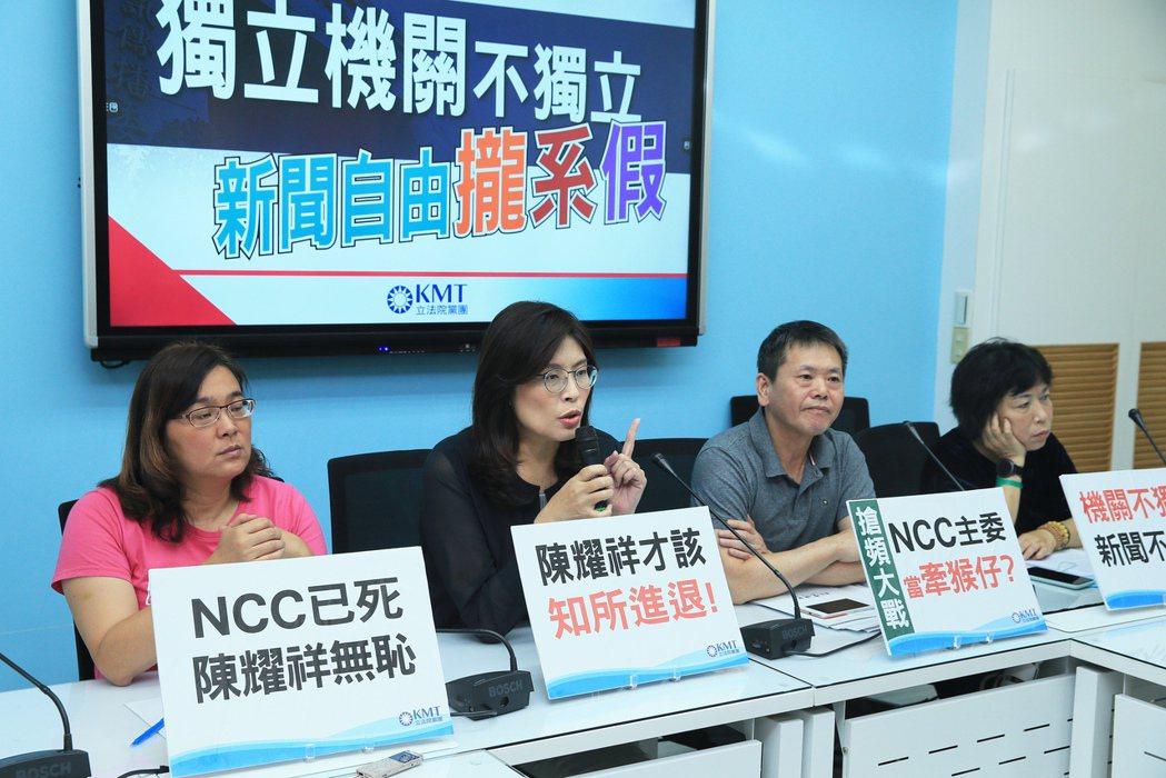 國民黨立委林為洲(右二)抨擊NCC主委陳耀祥公然喬頻道。記者潘俊宏/攝影