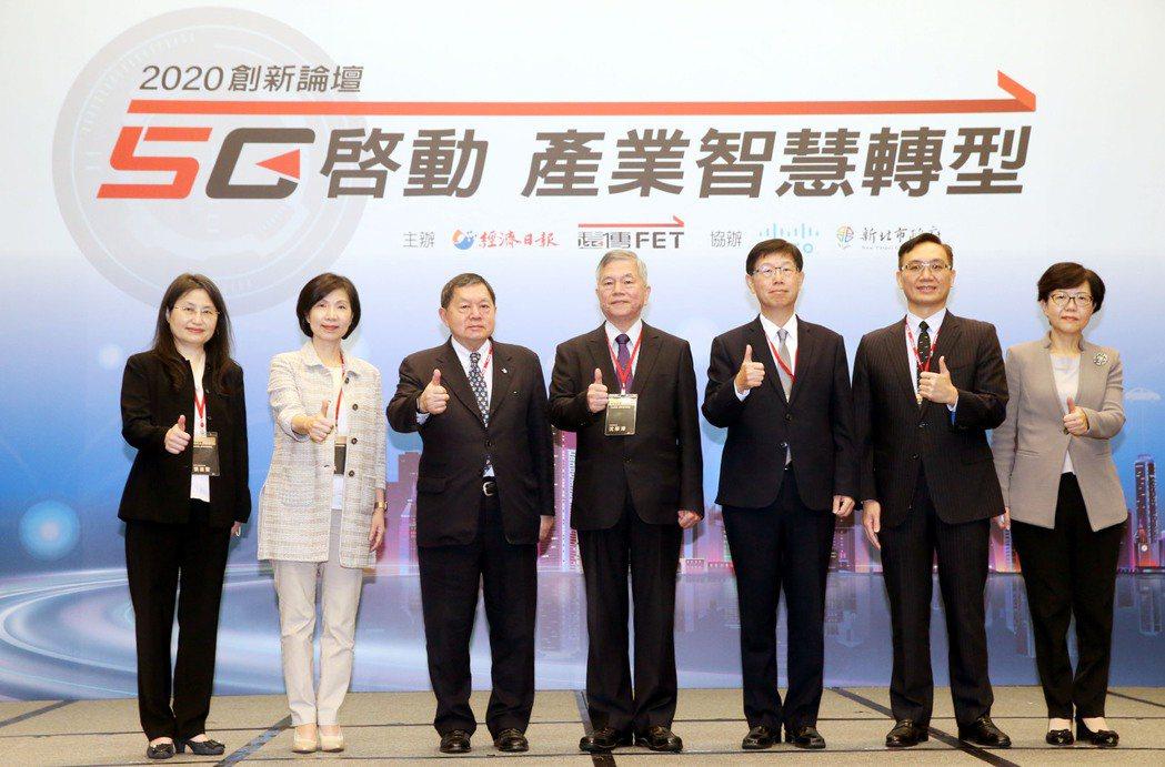 經濟日報昨(25)日舉行2020創新論壇「5G啟動 產業智慧轉型」,行政院副院長...