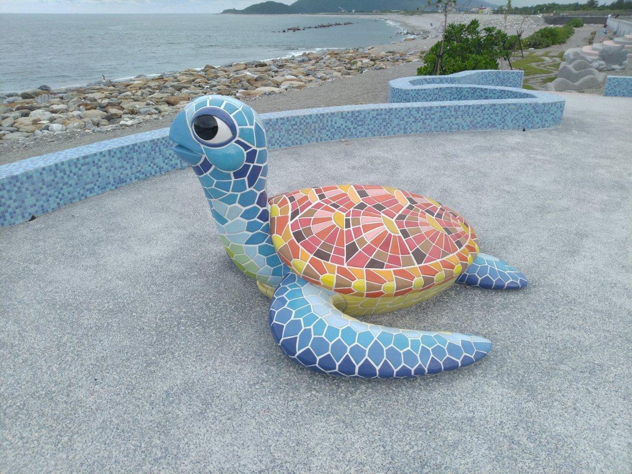 第九河川局在化仁海堤設置海龜造型裝置藝術,代表養灘及環保意涵。 圖/第九河川局提...