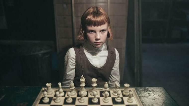 《后翼棄兵》講述一名從小在西洋棋領域就極具天賦的女孩。