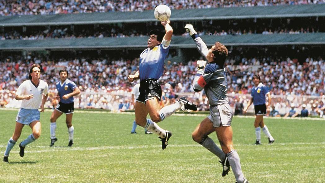 以「上帝之手」與世界盃史上最佳進球留名青史的阿根廷球王馬拉度納(Diego Ma...