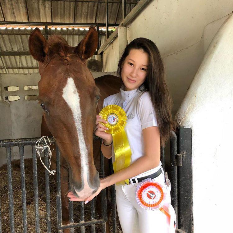 趙英華大女兒去年贏得馬術比賽。圖/擷自IG