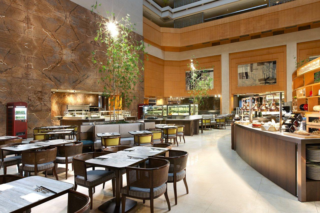 想隨興點餐,台北喜來登新改裝的十二廚自助餐廳很適合歡聚。 圖/台北喜來登提供