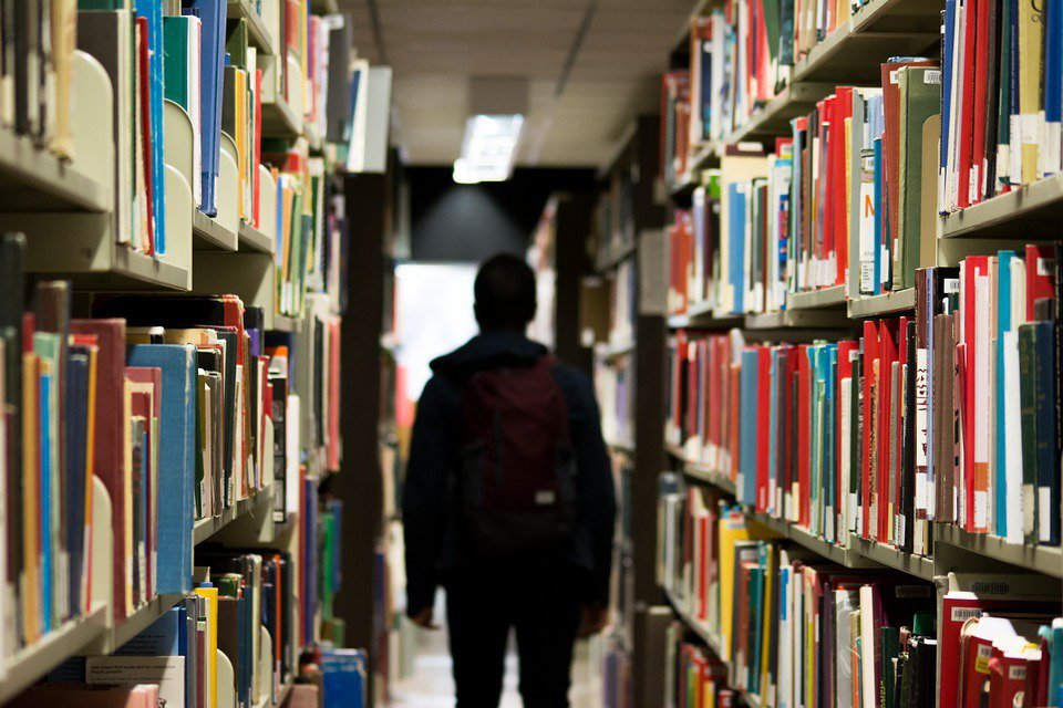 現在有許多學生,進大學發現選的科系跟他想像不一樣,他讀的成績不好而轉系轉不出去,...