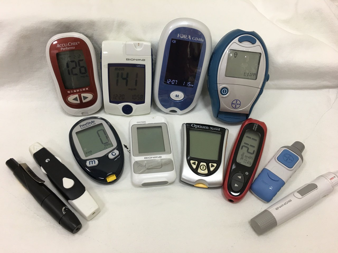 血糖機是醫院最常見的血糖監測方式之一。 圖/鄧桂芬 攝影