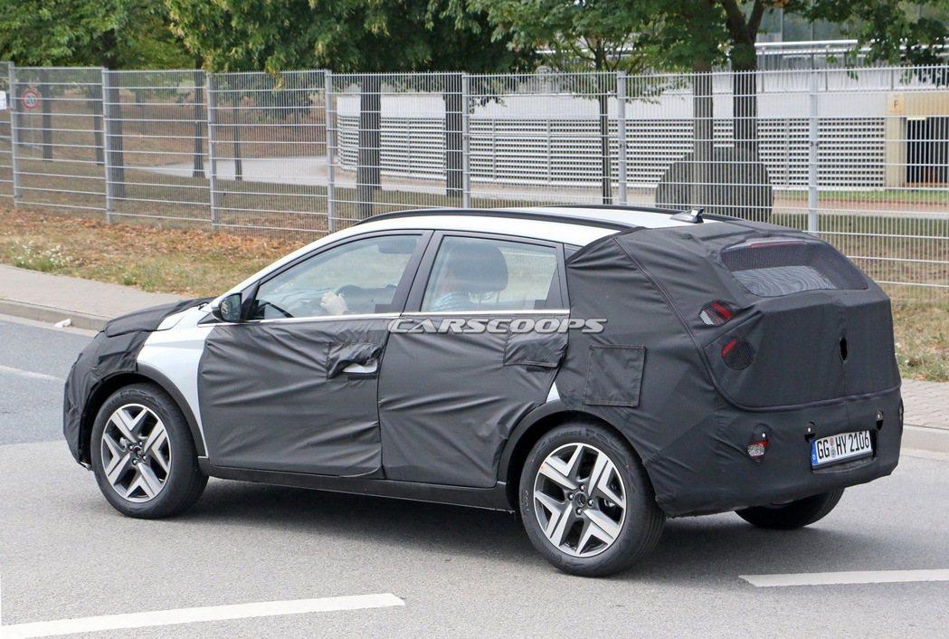 Hyundai Bayon偽裝測試車。 摘自Carscoops