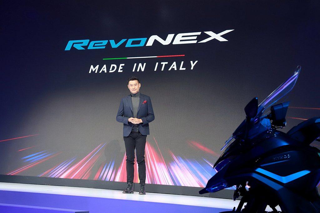 柯董事長表示:「RevoNEX自發表以來就受到全球矚目,我們也持續運用最新的科技...