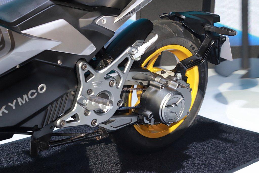 KYMCO F9還配備全球首創電動機車專用的ATS兩段自動變速,除了能夠提昇加速...
