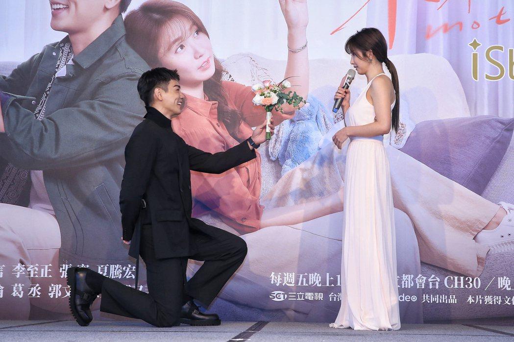 三立和台灣大哥大myVideo共同出品的新週五華劇「未來媽媽」舉行首映會,劇中演...