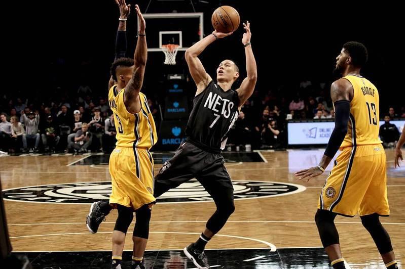林書豪(中)積極爭取重返NBA的機會,但目前還沒有任何一支球隊與他簽約,只能期待老東家籃網那邊能有好消息。 歐新社資料照片