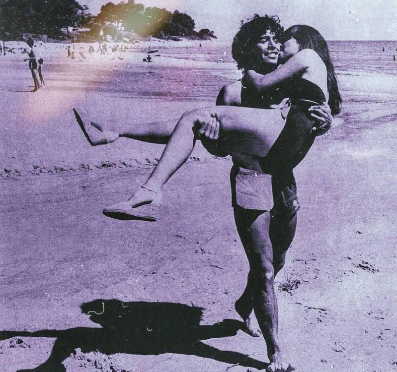 馬拉度納與第一任妻子Claudia Villafañe是青梅竹馬。(IG@giamaradona)
