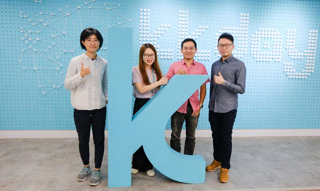 KKday Data team:(左起)資料科學家溫郁婷、資料科學家江于萱、組長...