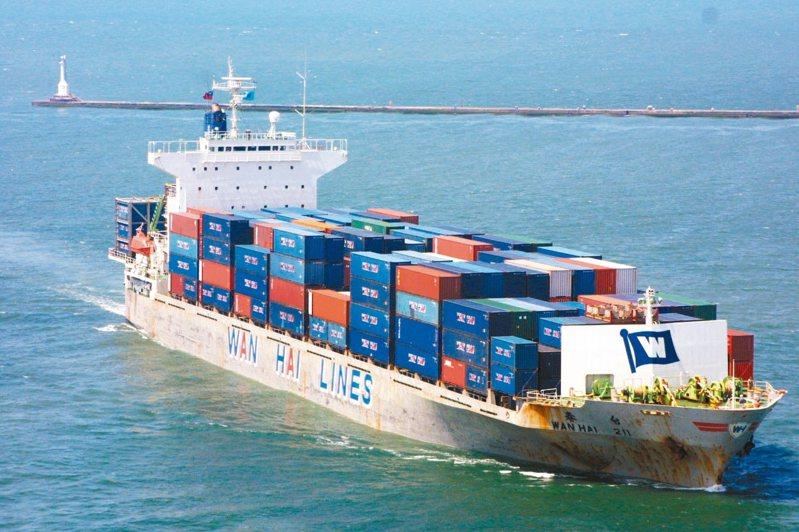圖為傳產股代表之一的萬海航運貨櫃船。聯合報系資料照