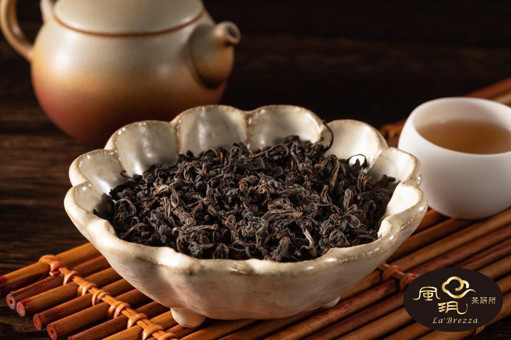 台灣烏龍茶典藏逾30年,從清新花香變換為翩然陳韻。風玥茶研所/提供
