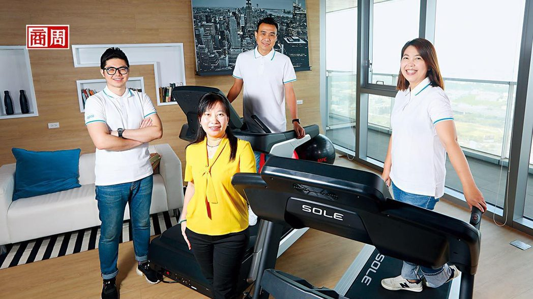 圖為國際行銷暨業務部副總經理徐麗雯(左2) 。(攝影者.楊文財)