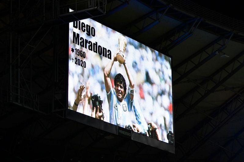 法國甲級足球聯賽馬賽奧林匹克足球隊教頭波艾斯今天表示,他認為國際足球總會(FIFA)應該將各國的10號球衣退休,向過世的阿根廷足球傳奇球星馬拉度納致敬。 法新社