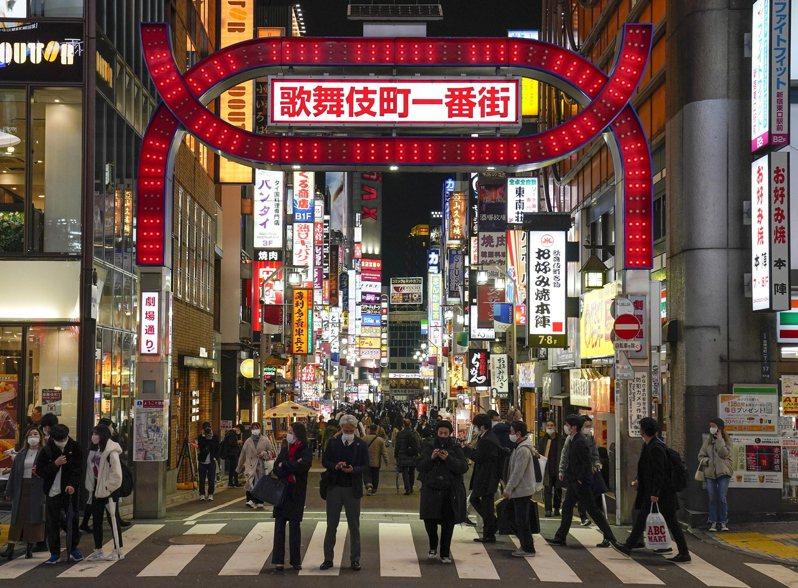 日本東京都疫情延燒,今天新增481例確診病例,重症患者數也較昨天增加6人,總數達60人,創5月11日以來新高紀錄。專家抱持危機感說,要兼顧一般醫療體系將變得極為困難。 歐新社