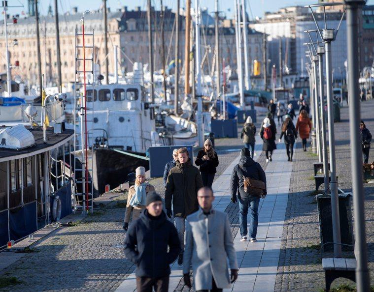 新型冠狀病毒疫情持續在歐美發燒,許多人期盼疫苗上市緩解疫情。但對年輕一輩瑞典人而...