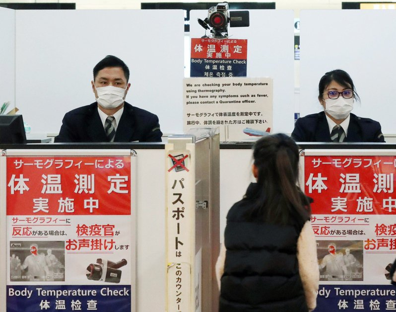 位於日本千葉縣的成田國際機場受疫情衝擊,起降航班銳減,出現自2004年民營化以來、前2季決算首度赤字,預估2020年度虧損將高達783億日圓(約新台幣214億元)。圖/歐新社資料照片