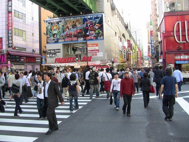 日本政府25日表示,將對長住國內的外國人實施稅收減免等政策。圖為東京街頭。(photo by pxhere)