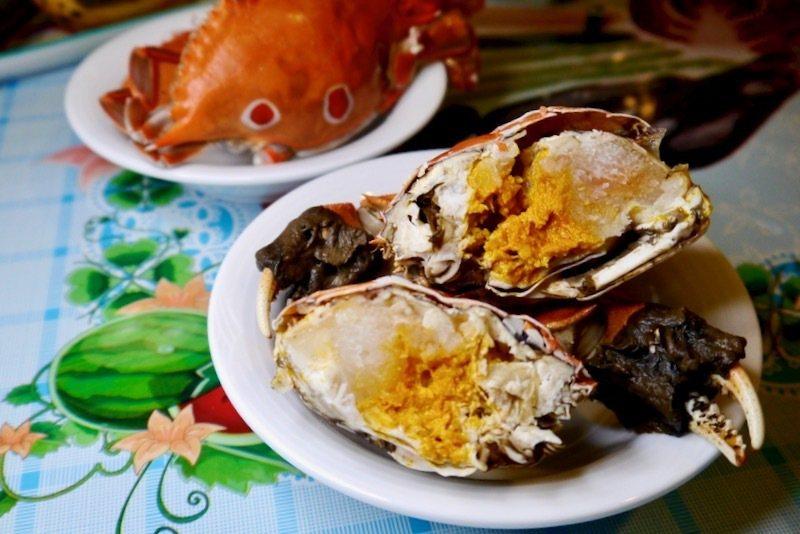 大閘蟹的蟹黃蟹膏是饕客們的最愛,時間沒拿捏好,一不注意就會蒸過頭了。