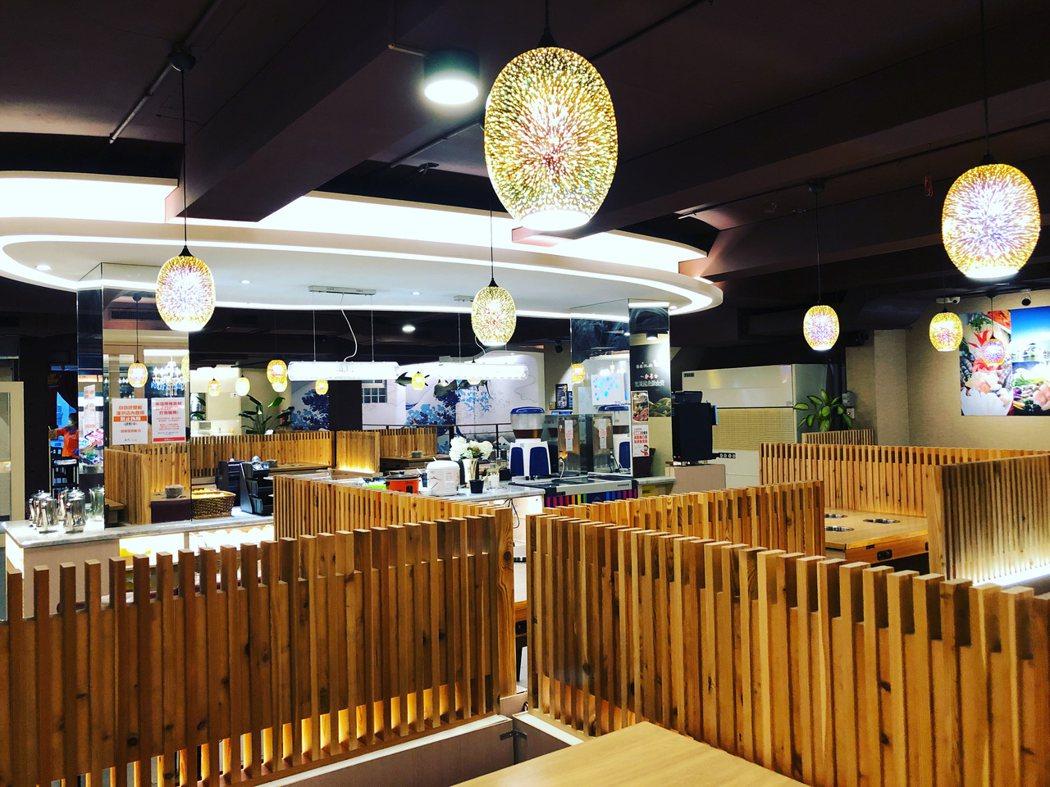 店家還把部分空間區隔開來,變成半開放式的用餐環境!