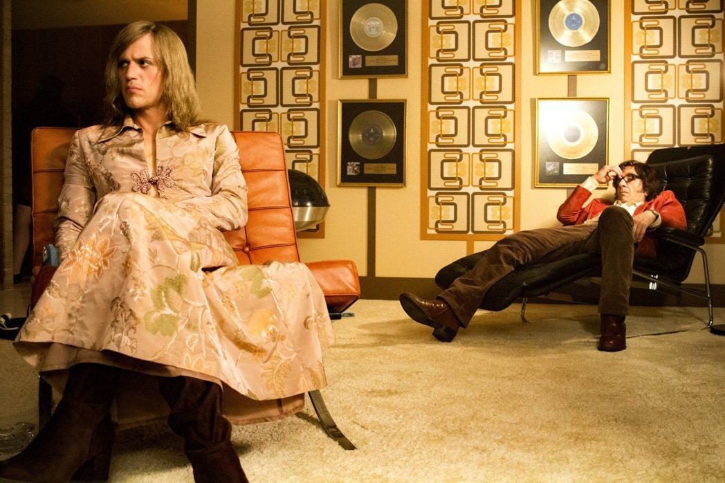 「搖滾變色龍:大衛鮑伊」以知名音樂人大衛鮑伊的一段過往回憶為主。圖/双喜提供