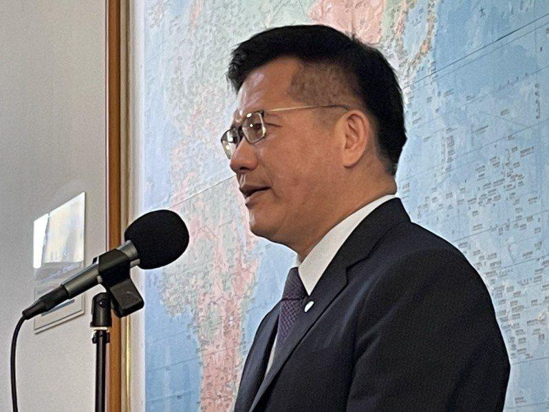 交通部長林佳龍回應華航機身字體縮小。記者曹悅華/攝影