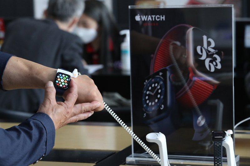 蘋果公司傳出2021年會重新設計MacBook筆電和Apple Watch智慧表。歐新社