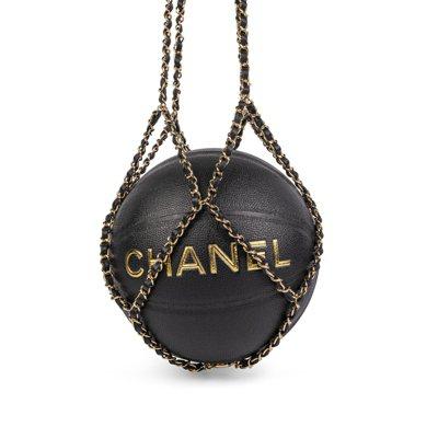 因周杰倫擁有而備受矚目的Chanel鍊帶籃球。圖/羅芙奧提供