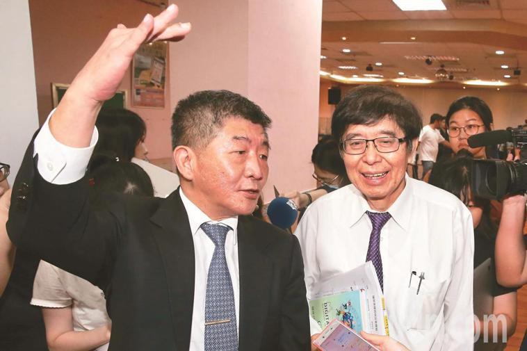 衛福部長陳時中(左)、健保署長李伯璋(右)。本報資料照片