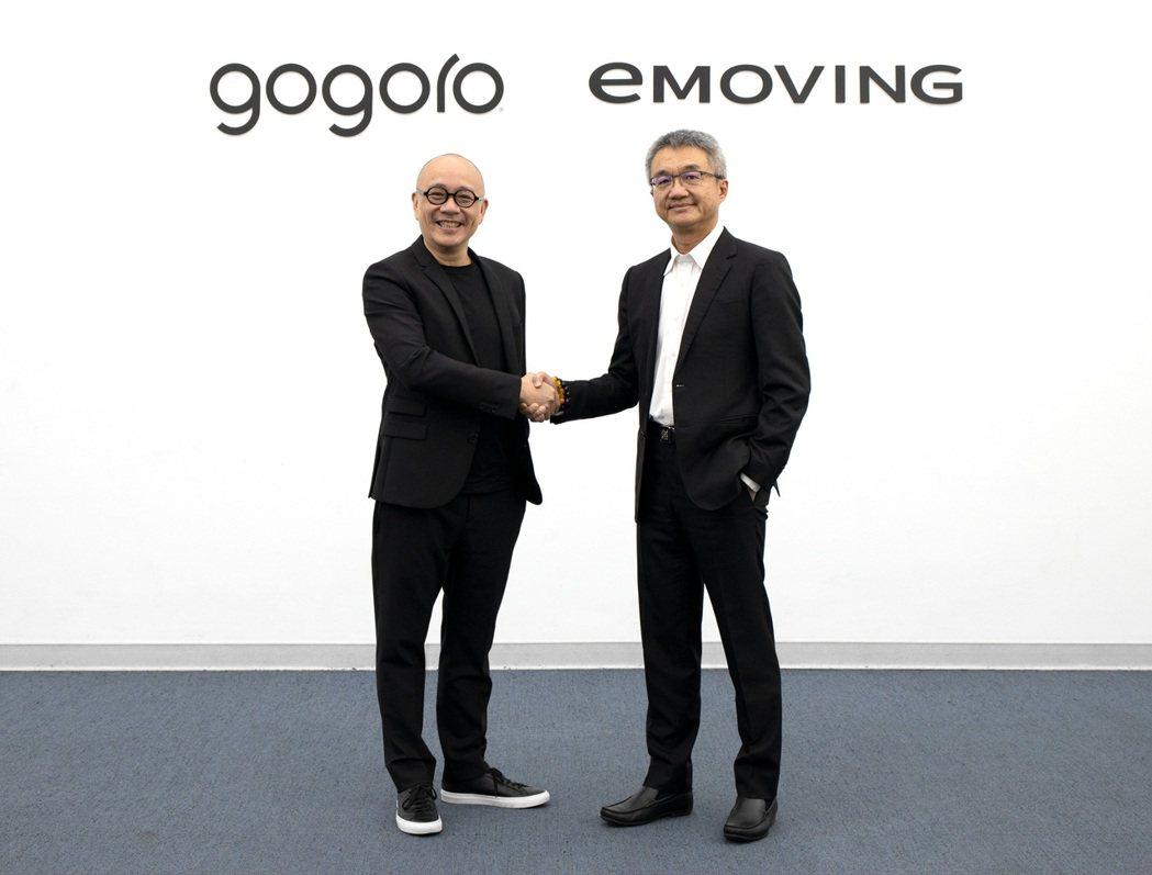 Gogoro攜手e-Moving,左起Gogoro 執行長陸學森和中華車總經理陳...